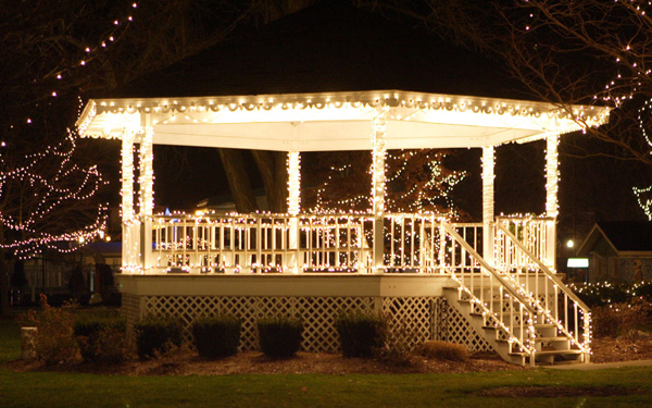 gazebo-outdoor-string-lights