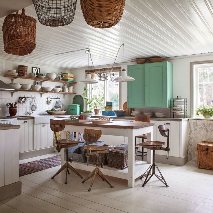 vintage cottage kitchen